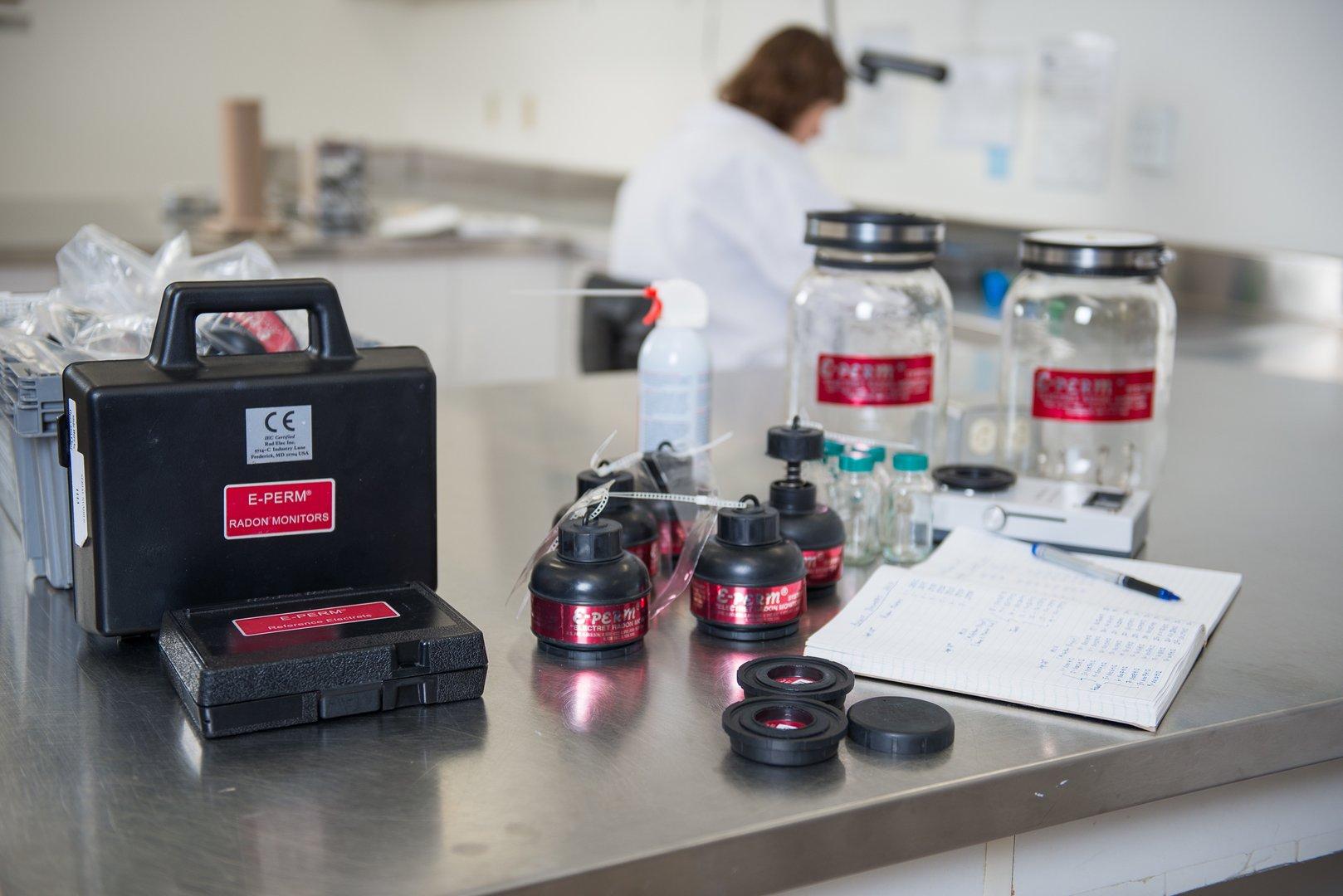 Prueba de gas rad n muestras de agua radiansa for Medicion de gas radon